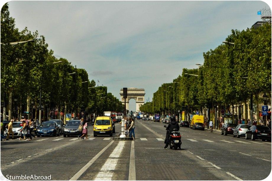 {ParisForKids} Toddling sur les Champs-Élysées