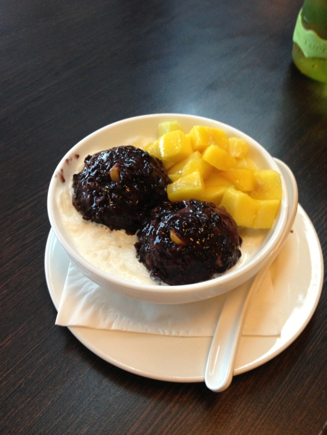 Sticky Rice with Mango and Vanilla sauce