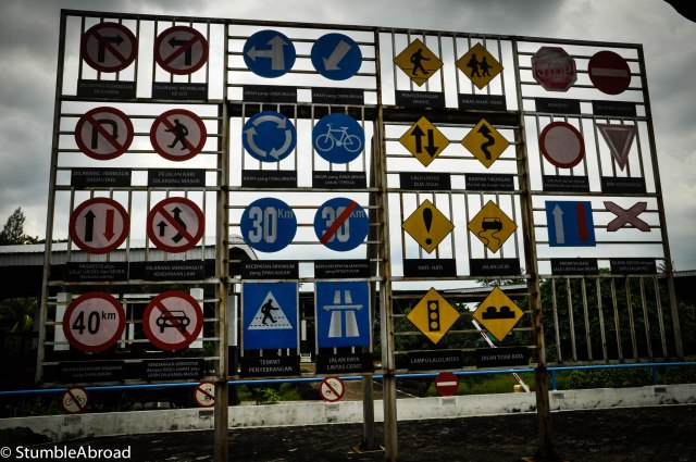 Indonesian Street Signs, now if everyone followed them....