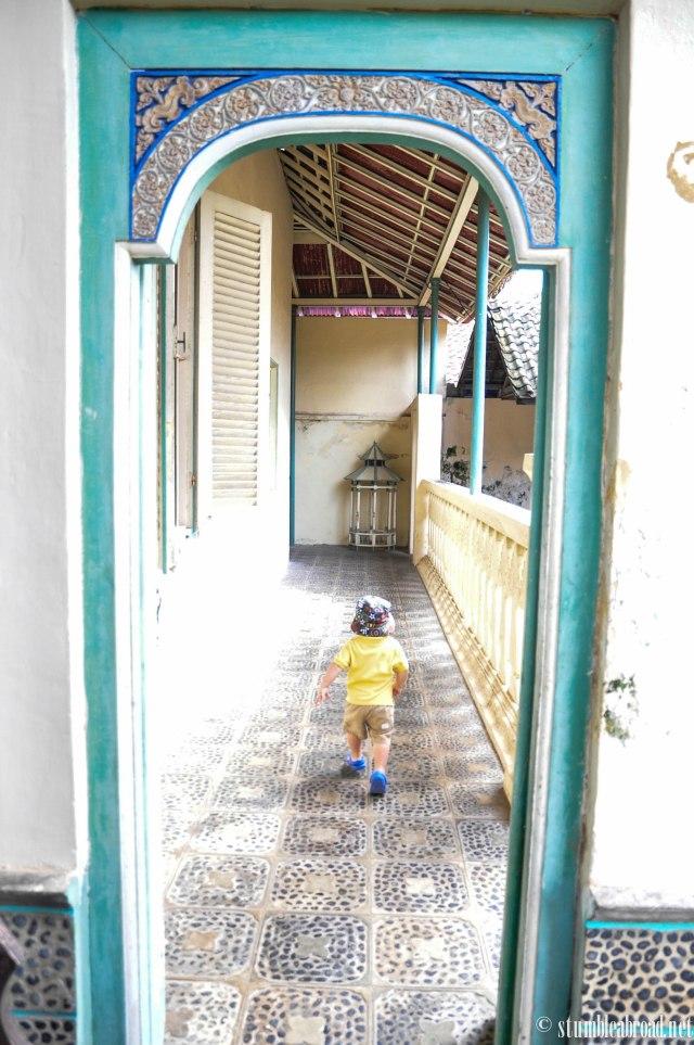 Exploring every hallway