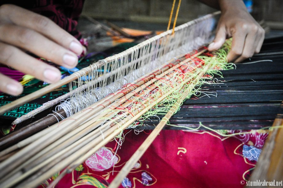 {LombokForKids} Visiting a Weaving Village