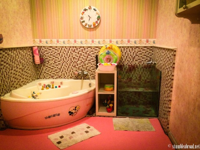 The pink room. They all have a mini pool for newborns and toys and a TV for older kiddos.